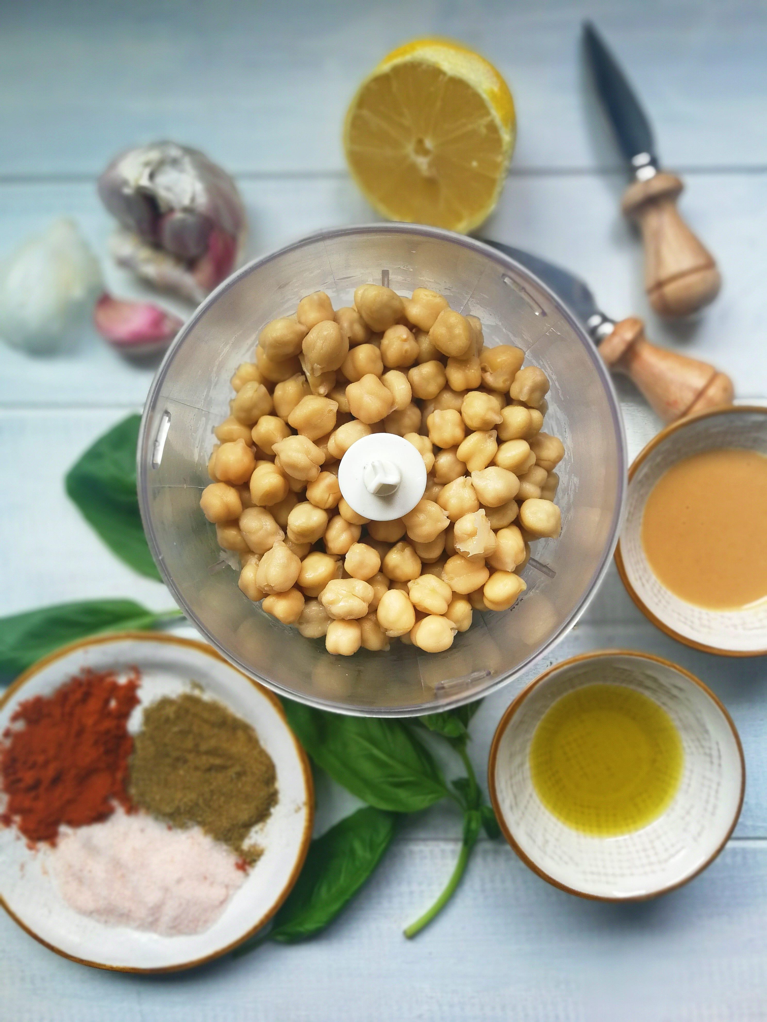 Ingredientes hummus de albahaca