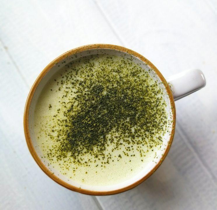 Bebida de té matcha